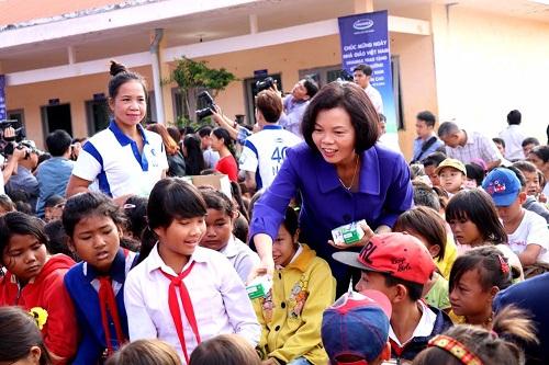 Vinamilk tiên phong mang chương trình sữa học đường đến với trẻ em Đắk Nông - Hình 3