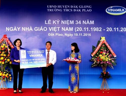 Vinamilk tiên phong mang chương trình sữa học đường đến với trẻ em Đắk Nông - Hình 7