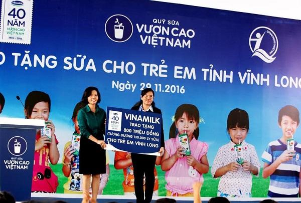 Vinamilk trao tặng gần 130.000 ly sữa cho trẻ em tại Vĩnh Long - Hình 4