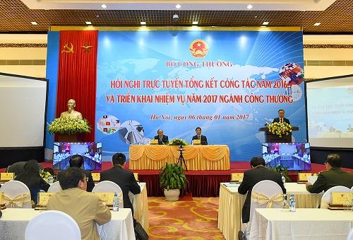 Thủ tướng Nguyễn Xuân Phúc:  Ngành công thương đã bị vấp nhưng chưa ngã - Hình 2
