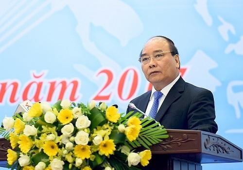 Thủ tướng Nguyễn Xuân Phúc:  Ngành công thương đã bị vấp nhưng chưa ngã - Hình 1