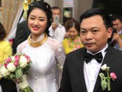 """Thu Ngân """"rạng rỡ"""" trong ngày cưới bên chồng đại gia hơn 19 tuổi"""