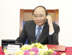 Thủ tướng Nguyễn Xuân Phúc điện đàm với quyền Tổng thống kiêm Thủ tướng Hàn Quốc