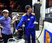 Giá xăng giữ nguyên, dầu tăng 300 đồng/lít