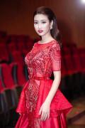Hoa hậu Mỹ Linh gợi cảm với đầm ren xuyên thấu