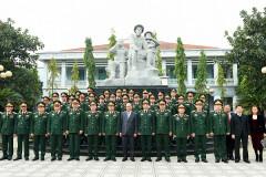 Thủ tướng Nguyễn Xuân Phúc: Kiểm tra công tác sẵn sàng chiến đấu tại Tổng cục Tình báo - BQP