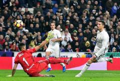 Ronaldo lập công và kiến tạo giúp Real nới rộng cách biệt tại La Liga