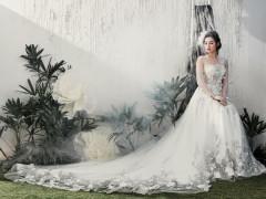 Á hậu Tú Anh hóa cô dâu mơ màng