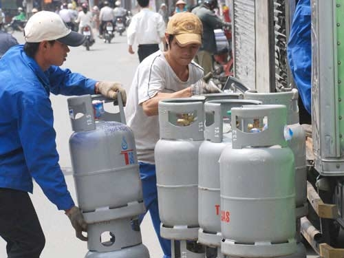 Giá gas bán lẻ tăng 28.000 đồng mỗi bình 12 kg - Hình 1