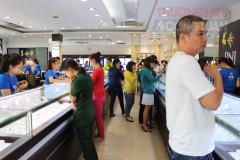 TP. Hồ Chí Minh: Giá vàng ngày Vía Thần Tài, mua xong ra khỏi cửa đã... lao dốc