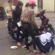 Hà Tĩnh: Nữ sinh lớp 10 bị hành hung, nhục mạ trước cổng trường