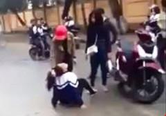 Hà Tĩnh: Nữ sinh bị hành hung trước cổng trường vì đăng tin đòi nợ trên facebook?