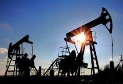 Khai thác dầu ở Mỹ tăng mạnh, giá dầu thế giới giảm gần 2%