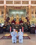 """Đăng hình đi lễ chùa Angela Phương Trinh nhận """"rổ"""" gạch đá của cư dân mạng"""