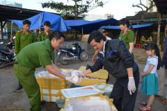 Quảng Ngãi: Bắt giữ xe tải chở 150 con heo sữa không nguồn gốc