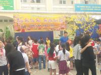 Học sinh Trường Tiểu học Khương Đình hào hứng tham dự Hội chợ Xuân 2017