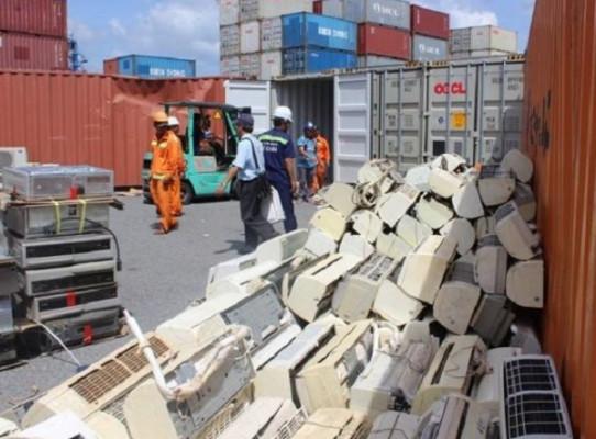 2 container quá cảnh chứa hàng cấm nhập khẩu bị lực lượng chức năng bắt giữ