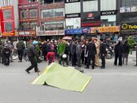 Va chạm với xe trộn bê tông: Một nữ sinh tử vong tại chỗ