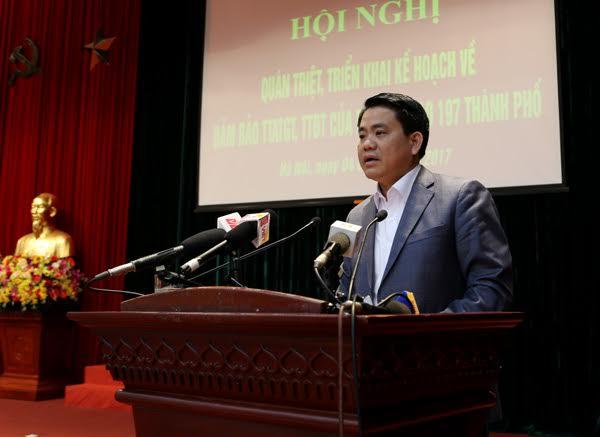 Chủ tịch Nguyễn Đức Chung: Sẽ cách chức trưởng công an phường nếu vỉa hè bị chiếm - Hình 1