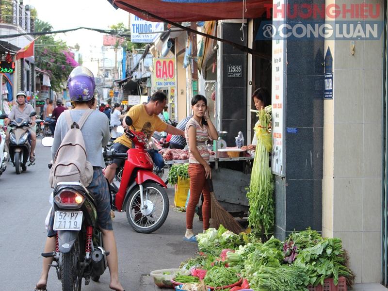 TP. HCM: Chợ tự phát lấn át lòng đường - Hình 11