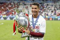 Cầu thủ xuất sắc nhất Bồ Đào Nha năm 2016: Vinh danh Ronaldo