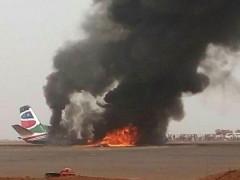 Máy bay chở 45 khách nổ tung, cháy rụi khi hạ cánh ở Nam Sudan