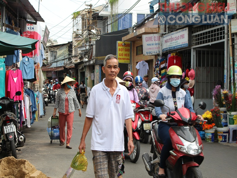 TP. HCM: Chợ tự phát lấn át lòng đường - Hình 6