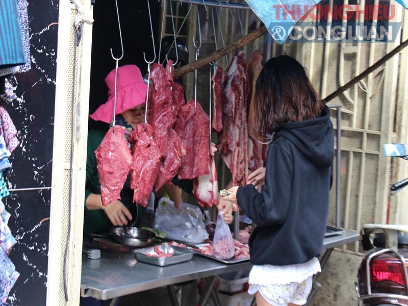 TP. HCM: Chợ tự phát lấn át lòng đường - Hình 7
