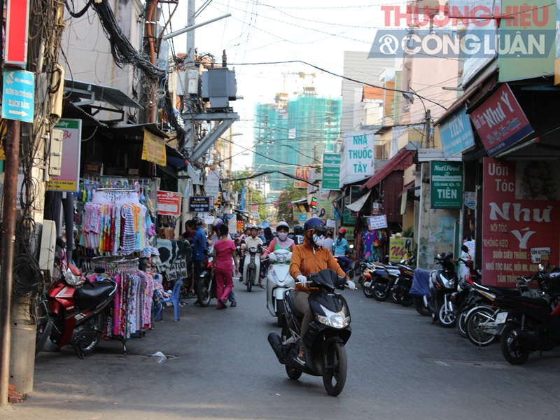 TP. HCM: Chợ tự phát lấn át lòng đường - Hình 8