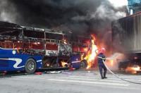 Thanh Hóa: Xe khách va chạm với xe container khiến cả hai bốc cháy ngun ngút
