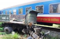 Quảng Nam: Tàu hỏa tông gãy đôi xe tải