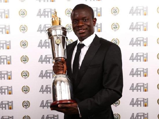 Ngoại hạng Anh: N'Golo Kante đoạt giải Cầu thủ xuất sắc nhất năm - Hình 1