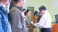 NutiFood bán hàng giảm giá và tặng học bổng cho công nhân tỉnh Bắc Ninh