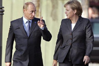 Thủ tướng Merkel thăm Nga: Lời chào của EU