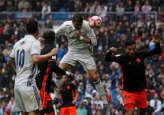 La Liga: Ronaldo đá hỏng penalty, Real thắng nhọc Valencia