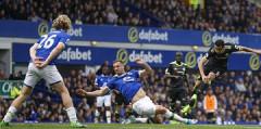 Premier League: Vượt ải Everton, Chelsea rộng cửa vô địch