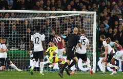 Premier League: Gục ngã trước West Ham, Tottenham hụt hơi trong cuộc đua vô địch