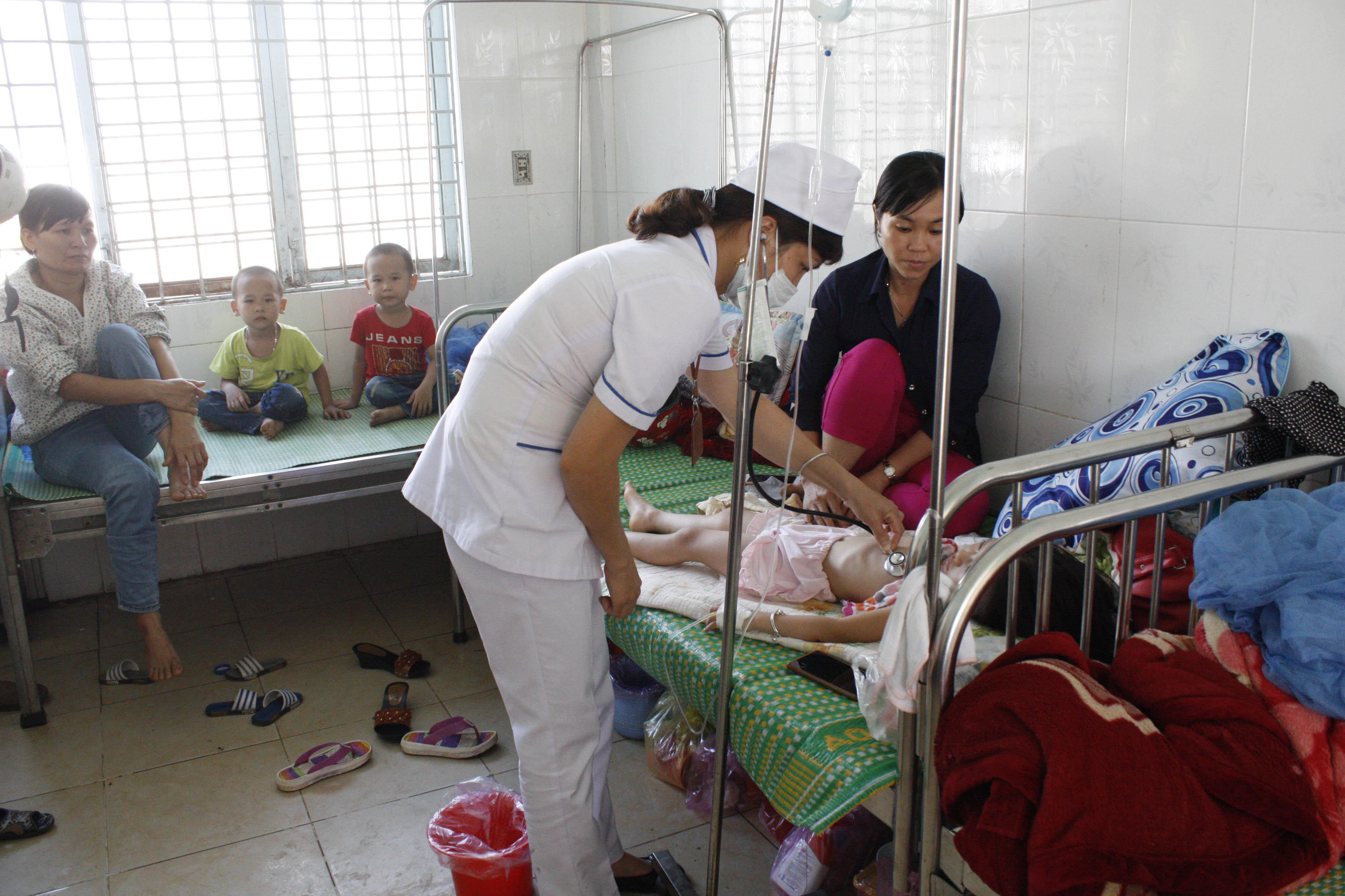 Kon Tum: Hơn 30 trẻ Trường Mầm non ĐăkHring bị ngộ độc thực phẩm - Hình 1