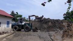 """Huế: Bãi tập kết cát không phép """"mọc"""" ngay giữa thành phố"""