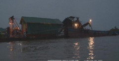 Hà Nội: Bắt 5 tàu khai thác cát trái phép