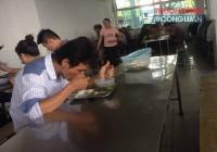 Bữa ăn công nhân: Nơi no đủ chỗ tóp teo