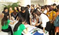 Chen chân đăng ký Vay Nhanh tại VPBank