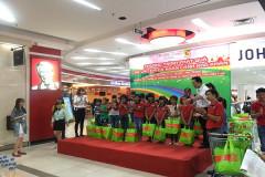 Central Group Việt Nam và Big C tặng 3.600 phần quà cho trẻ em dịp Quốc tế thiếu nhi 1-6