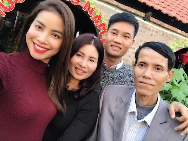 Cha trở bệnh nặng, Phạm Hương nhờ cộng đồng mạng giúp đỡ - Hình 2