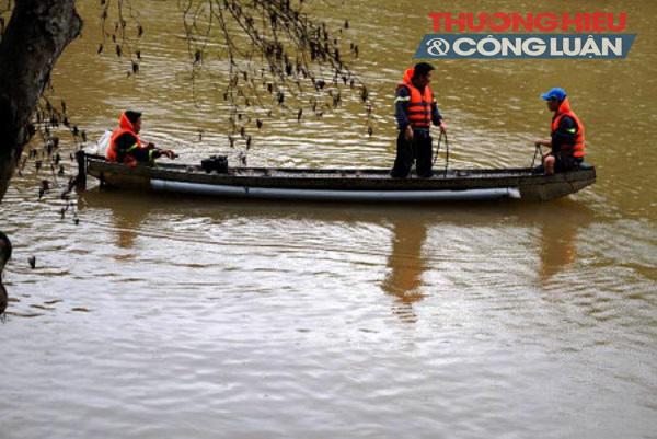 Lâm Đồng: Lật xuồng 5 người mất tích trên sông Krông Nô - Hình 2