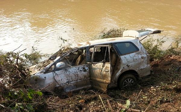 Nghệ An: Hai cán bộ tử vong khi đi kiểm tra sạt lở sau bão số 2 - Hình 1
