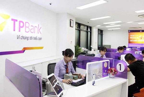 UBND TP. Hà Nội tặng Cờ thi đua và Bằng khen cho TPBank - Hình 1