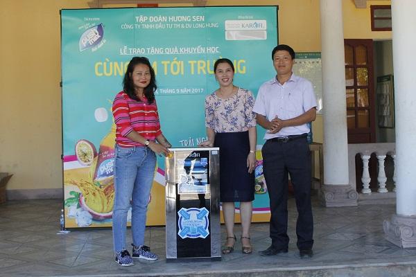 Tập đoàn Hương Sen và Karofi đồng hành cùng học sinh nghèo đến trường - Hình 2