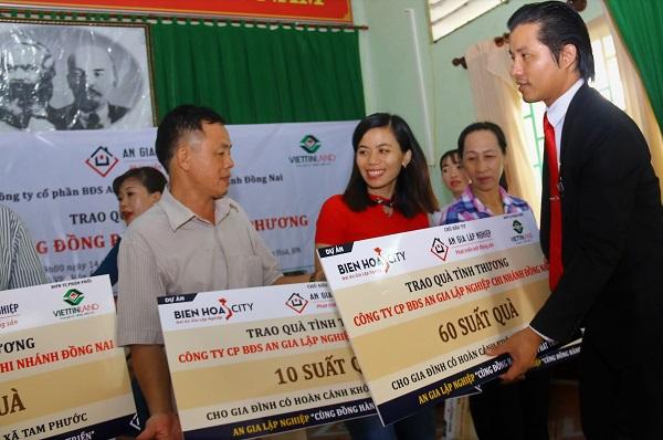 Đồng Nai: Hàng trăm phần quà, suất học bổng đến với người nghèo - Hình 1