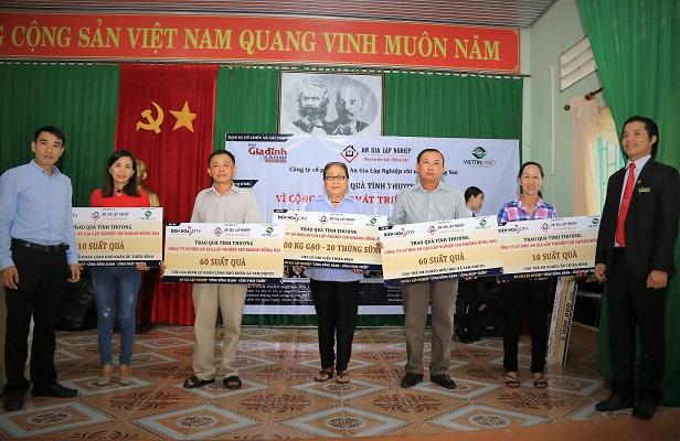 Đồng Nai: Hàng trăm phần quà, suất học bổng đến với người nghèo - Hình 2